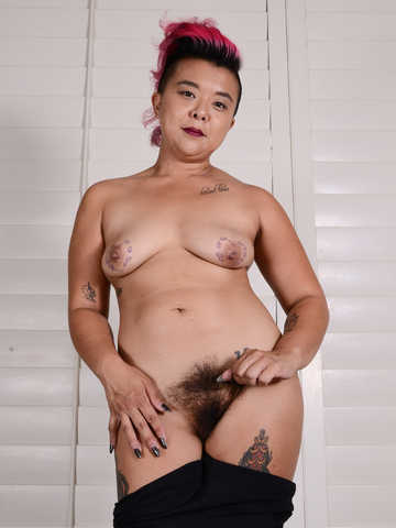 Lulu Sparkle in exotic and hairy