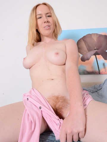 Kierra Wilde in hairy fun